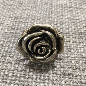 Jewelry - ⭐️ 3 for $10 - Flower ring